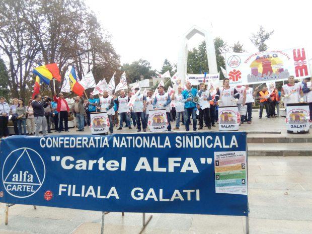 Protest al sindicaliştilor Cartel Alfa cu fluiere, vuvuzele şi butoaie în loc de tobe, la Galați. Motivul, taxele sociale