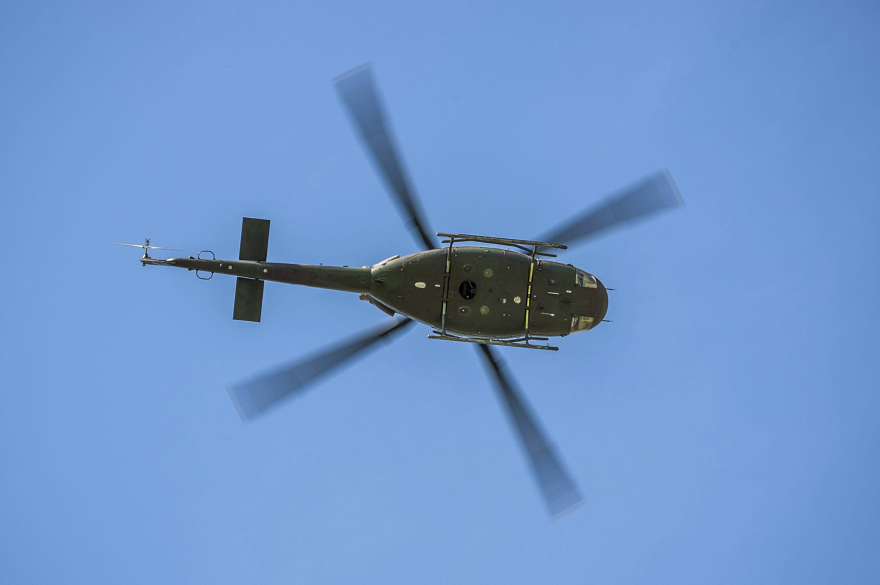 Imagini pentru poze cu elicoptere mici