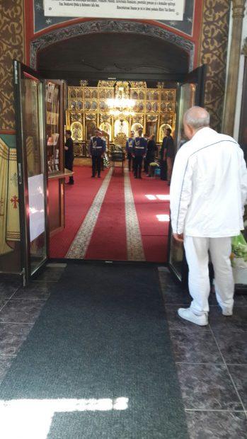 """UPDATE. Trupul lui Mircea Ionescu Quintus, depus în Biserica """"Buna Vestire"""" din Ploiești; Liderii PNL au venit la priveghi"""