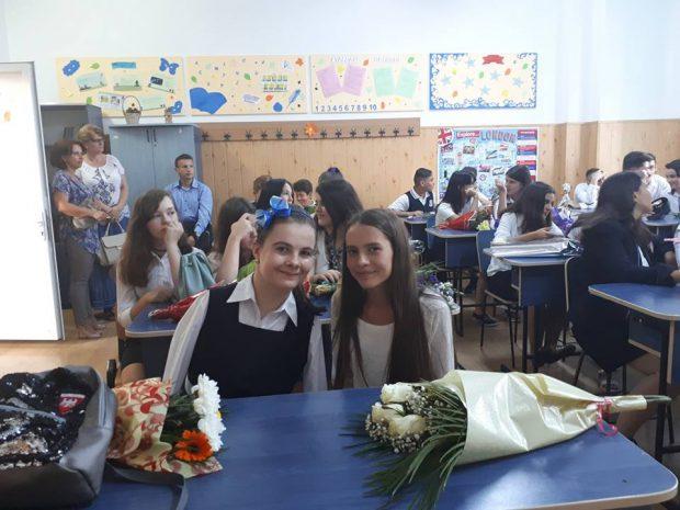 Lorelai Moşneguţu, în prima zi de școală. Imagini emoționante cu fetița fără mâini, câștigătoarea Românii au talent