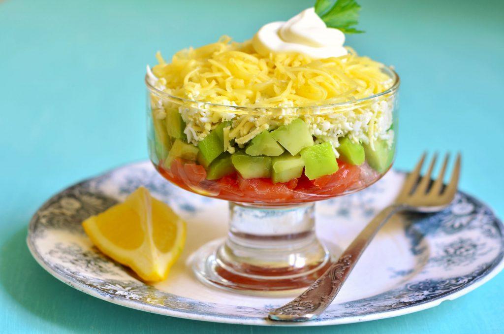salata cu oua, cascaval si avocado