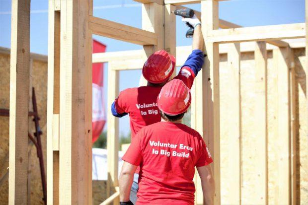 FOTO: Cel mai mare eveniment de construcție accelerată organizat vreodată în Europa: 36 de case în cinci zile