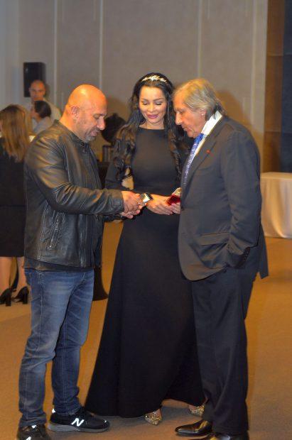 Ilie Năstase și Brigitte Sfăt, împreună la inaugurarea unui salon de evenimente.