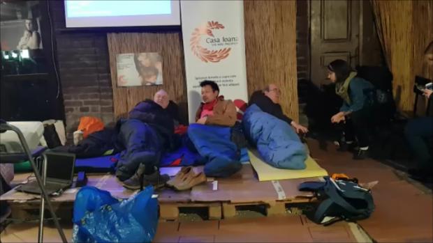 VIDEO | Ambasadorul Marii Britanii în România a dormit în stradă. Mesaj de solidaritate pentru oamenii fără adăpost