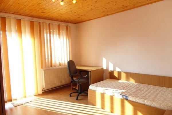Cea mai ieftină chirie din București. Cum arată o cameră de închiriat într-o vilă.