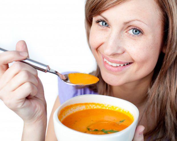 Dieta FULGER! În 3 zile nu te mai recunoști. Slăbeşte 2 kg în trei zile cu supă de roşii!
