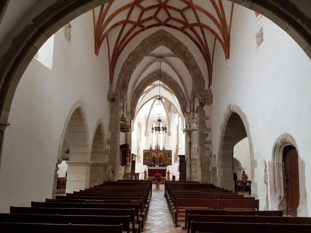 Probabil singura biserică din România pentru care Ceaușescu a dat bani. La invazia turcilor, aici se ascundeau comorile