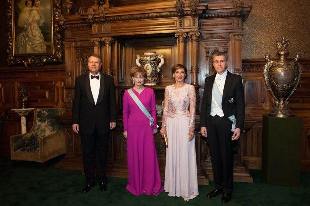 Rochiile lui Carmen Iohannis au atras atenția la dineul de la Castelul Peleș