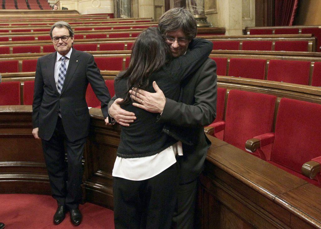 O româncă va deveni prima doamnă a Cataloniei dacă provincia își va câștiga independența
