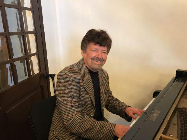 """VIDEO EXCLUSIV/ La 83 de ani, Szolt Kerestely, cel mai prolific compozitor român, împarte cântăreții în două tabere: """"Cine nu a colaborat cu mine, nu e artist în muzica ușoară"""""""