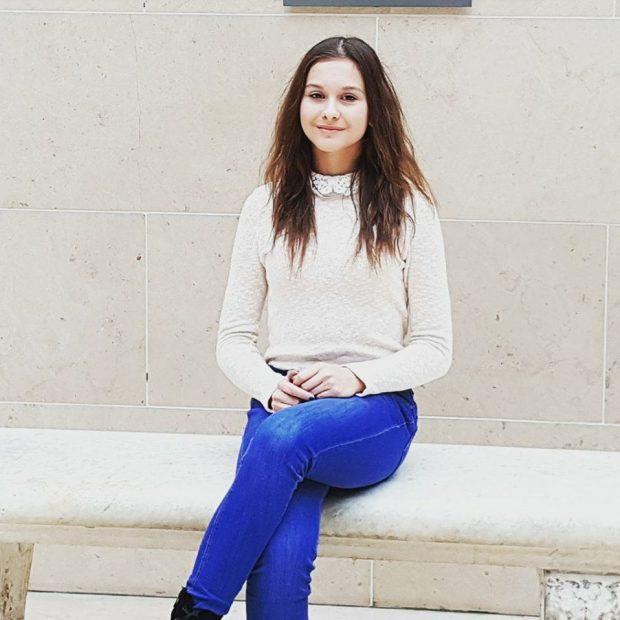 Alexandra Ilie e voleibalista-minune. La 15 ani și-a lansat primul roman, o carte despre lupta cu destinul   FOTO