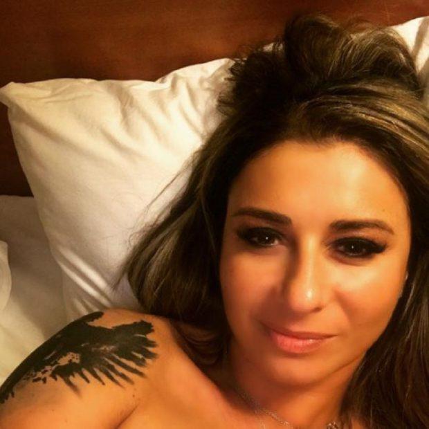 """Anamaria Prodan și-a făcut un selfie în pat înainte de culcare. Ce au observant fanii. """"Știi că dăunează"""""""