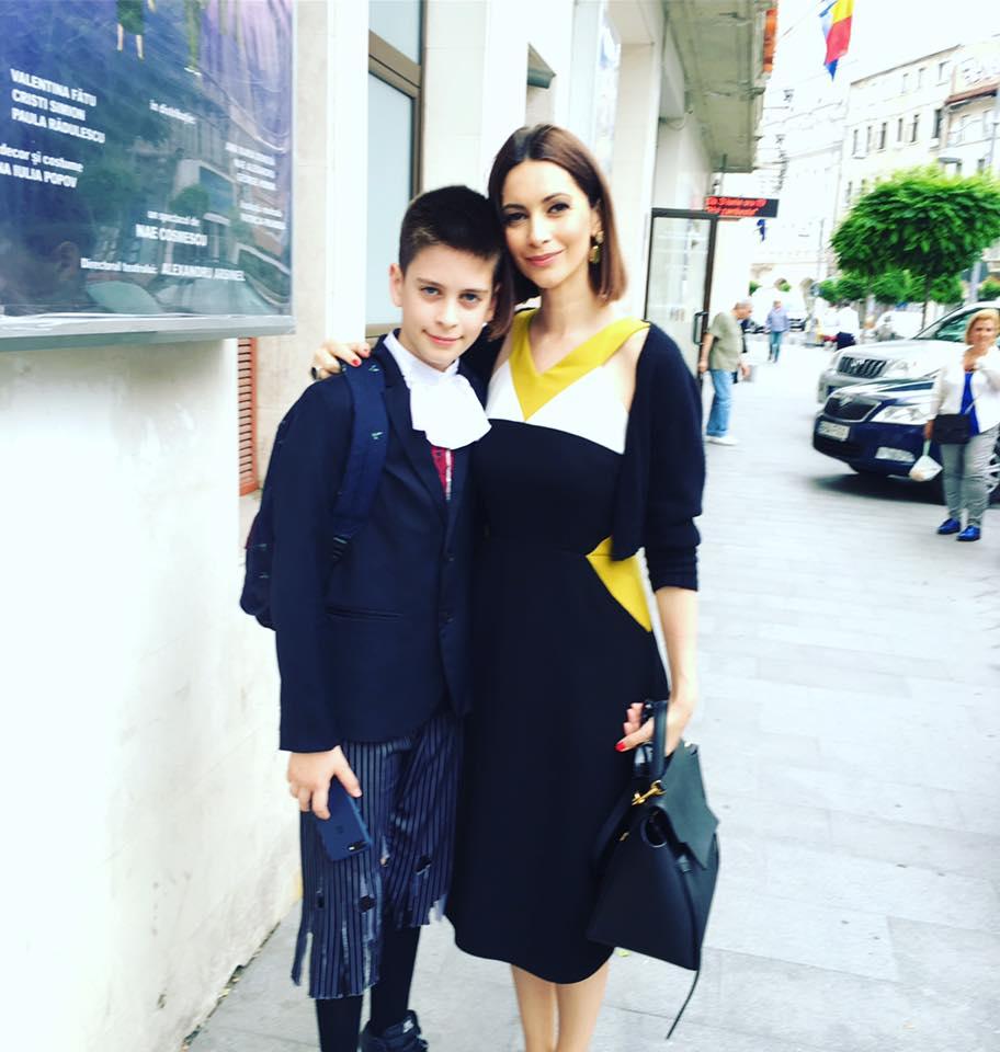 VIDEO EXCLUSIV/Interviu în familie. Andreea Berecleanu își lasă copiii să facă ce vor: Eva prezintă modă, Petru are voie cu telefonul la școală!
