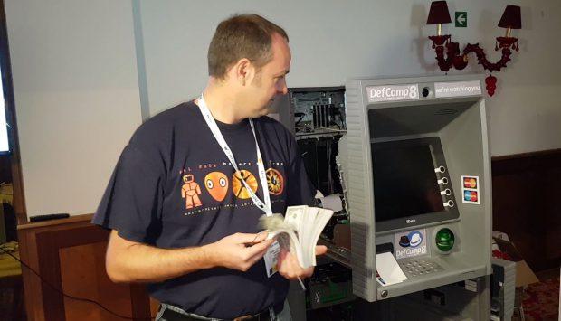REPORTAJ VIDEO | Au spart un bancomat într-un minut! Cei mai buni hackeri din lume sunt zilele acestea în Bucureşti