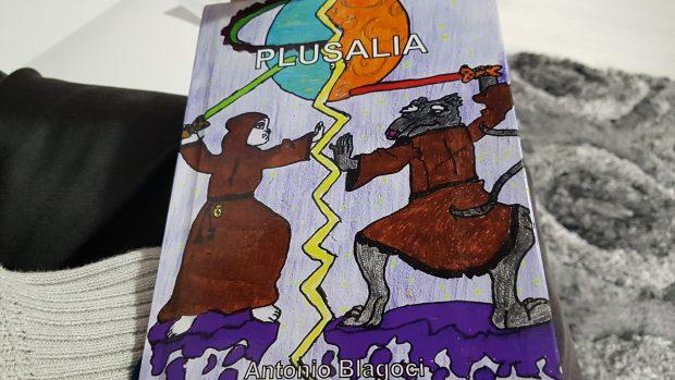 Carte SF pentru copii, Plușalia