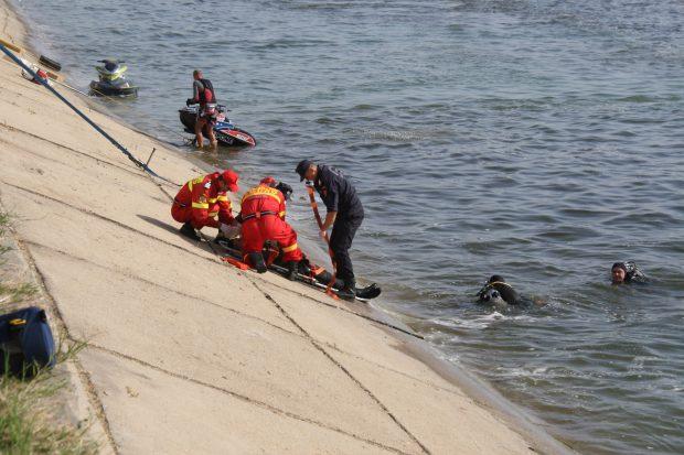 """Lacul Morii din Crângași este """"depozitul"""" hoților și al asasinilor. În acumularea de apă au fost găsite, de-a lungul vremii, de la seifuri, mașini furate, dar și arme și resturi de cadavre"""