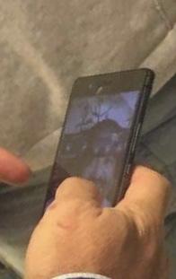 EXCLUSIV Fotografia tulburătoare din telefonul ex-Divertisului Silviu Petcu. Pe cine a ales să țină pe ecran