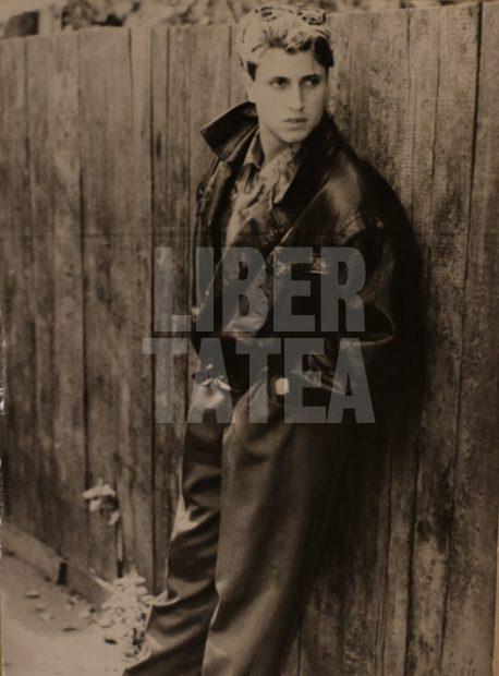"""GALERIE FOTO/ Cătălin Botezatu, imagini inedite din """"Epoca de Aur"""". Era manechin la fabrica textilă APACA!"""