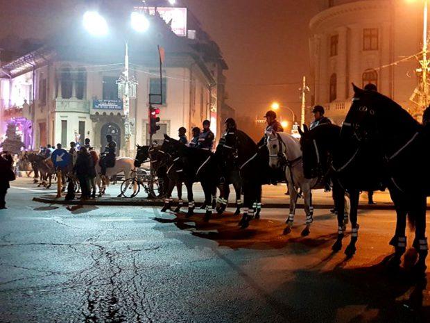 Jandarmi călare la protestele din Piața Victoriei