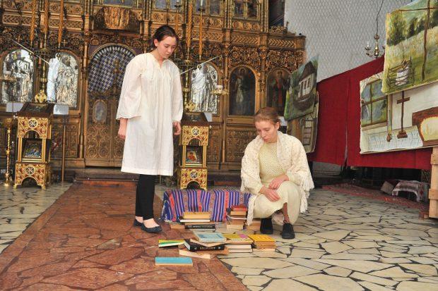 """""""Osânda cărților"""" s-a jucat la biserică. Mărturii cutremurătoare despre viața unui deținut la Aiud/FOTO"""