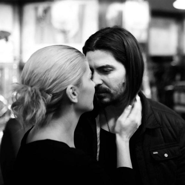 EXCLUSIV/Încurcături matinale cu știrista Andreea Marinescu. Ce înseamnă când apare la pupitru cu părul strâns