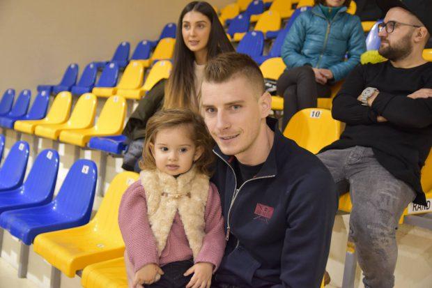"Spectacol total la ""Meciul Stelelor de Crăciun"" de la Brașov! Marian Ivan, Tibi Ghioane și Florentin Petre, show pe parchet / FOTO"