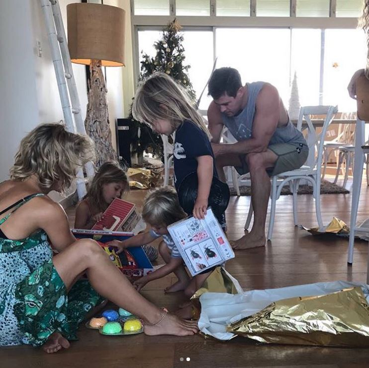 Cum a sărbătorit Crăciunul Chris Hemsworth și soția sa cu origini românești, Elsa Pataky