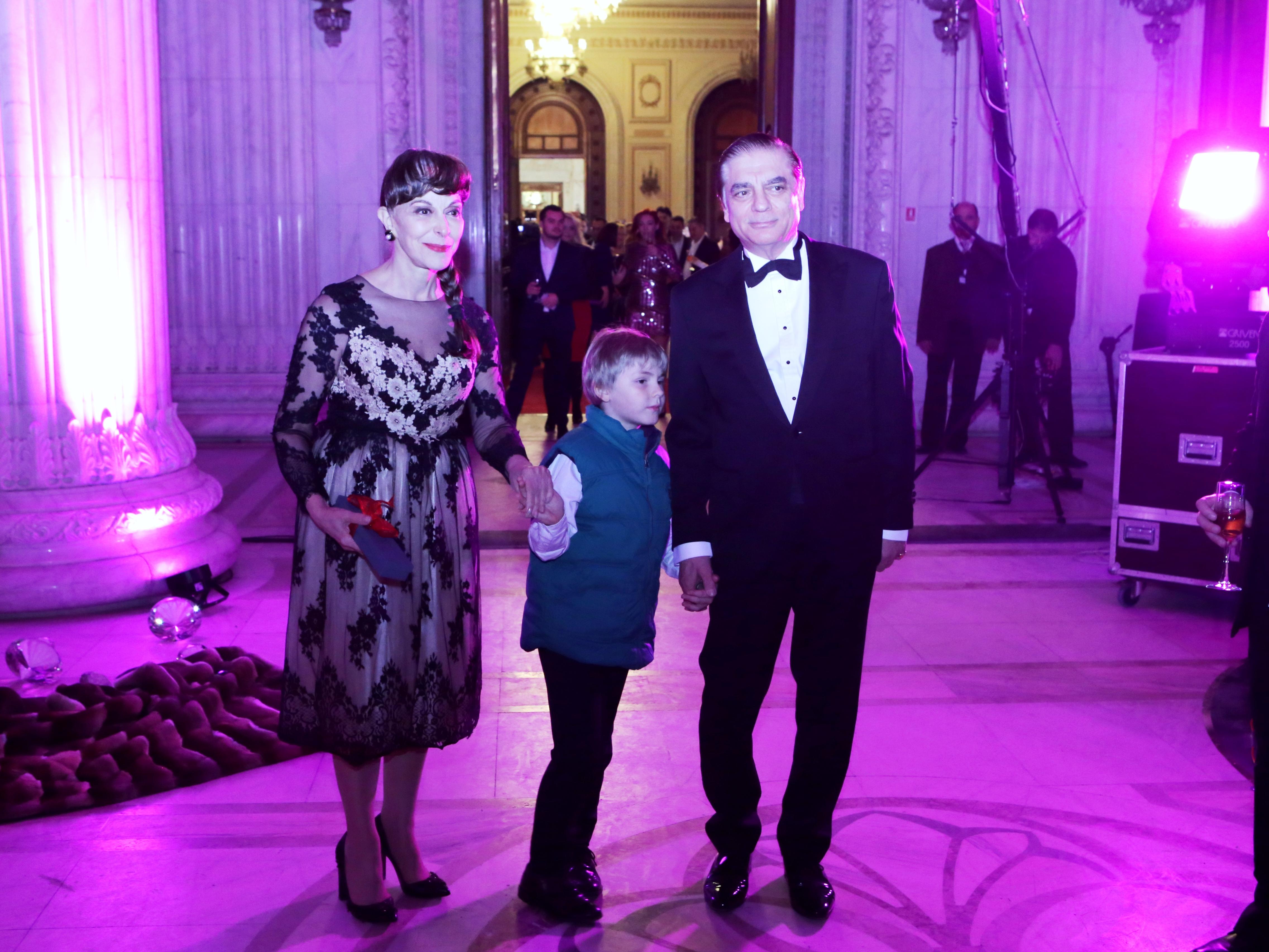 VIDEO EXCLUSIV/ Primul interviu cu Prințul Paul după ce a scăpat de arestul la domiciliu. Prințesa Lia și Prințul Paul vin la evenimente cu fiul lor, Carol Ferdinand