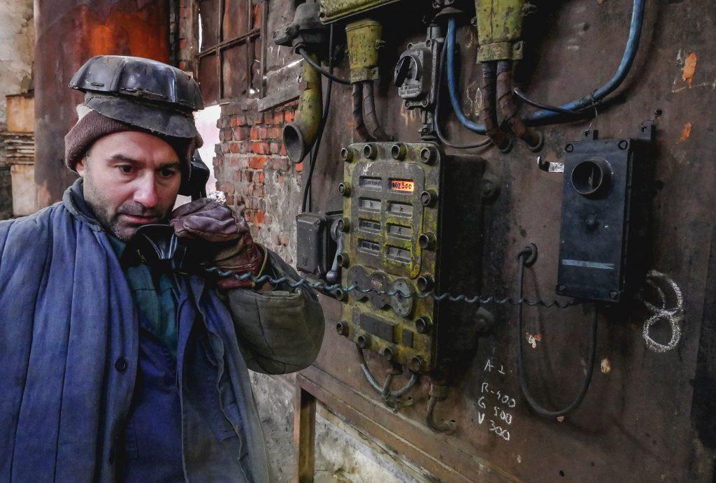 """VIDEO/ Reportajele Libertatea: """"Ultima tonă. Am fost miner la Uricani"""", episodul 1. Când statul le dă minerilor ultimul șut..."""
