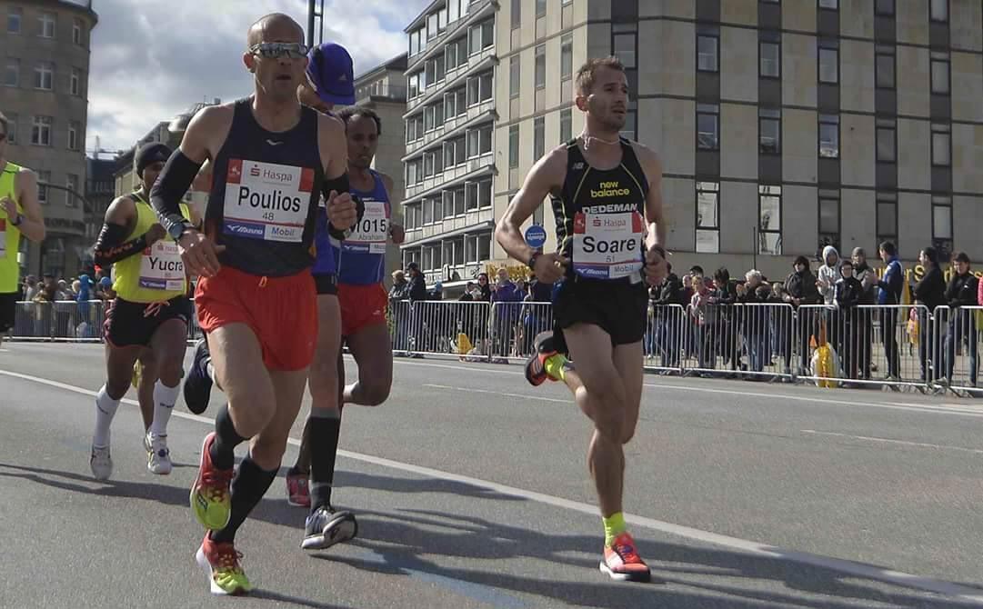 Nicolae Soare (dreapta), în timpul unei curse care a avut loc la Hamburg.