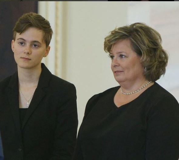 Cine este nepoata secretă a Regelui Mihai. Are 18 ani și locuiește în Franța