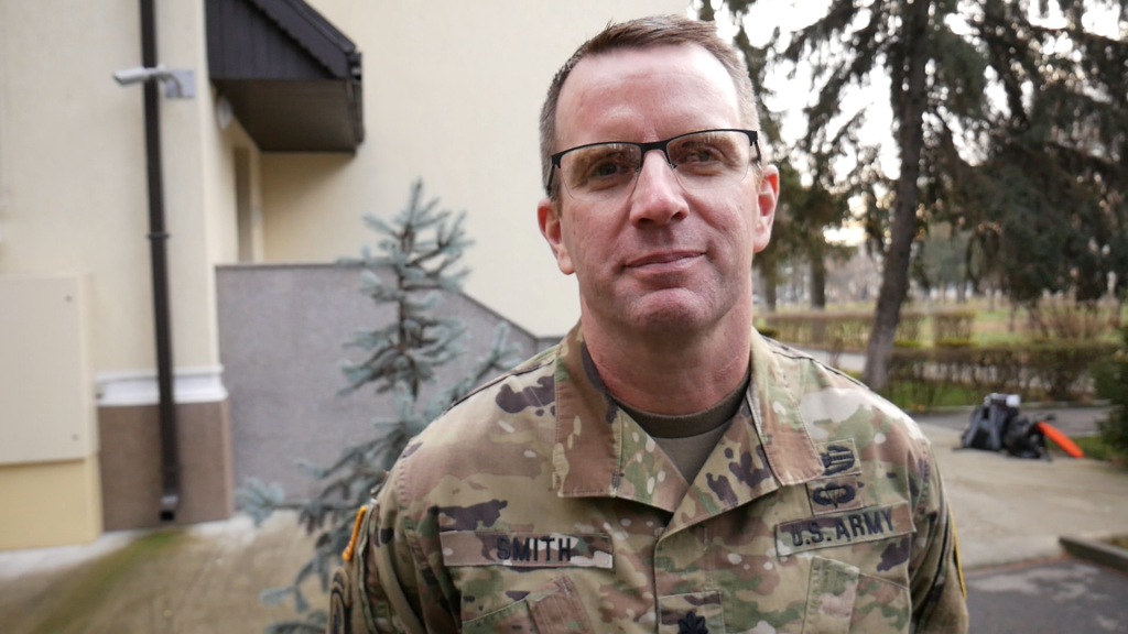 VIDEO | Cum petrec militarii NATO din România Crăciunul. Vor pune pe masă sarmale și prăjituri tradiționale