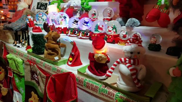 La Târgul de Crăciun din Bucureşti, preţurile sunt de 3-4 ori mai mici decât la Târgul din Viena