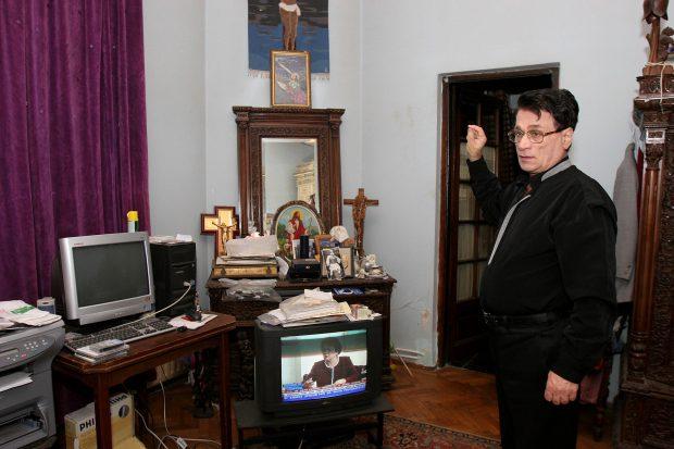 Colivă, pâine și circ. Ion Dolănescu ar fi împlinit 74 de ani, dar doar pretinsul lui fiu a trecut pe la cimitir