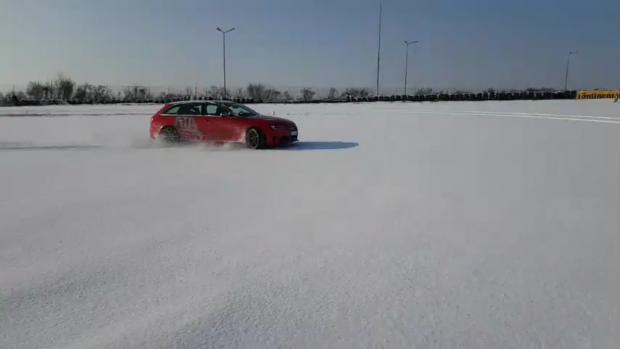 Pentru a nu derapa pe zăpadă, şoferii nu trebuie să pună frână brusc, sau să ia viraje rapide