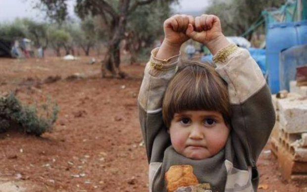 Reacția unui copil din Siria care credea că va fi împuşcat de obiectivul aparatului