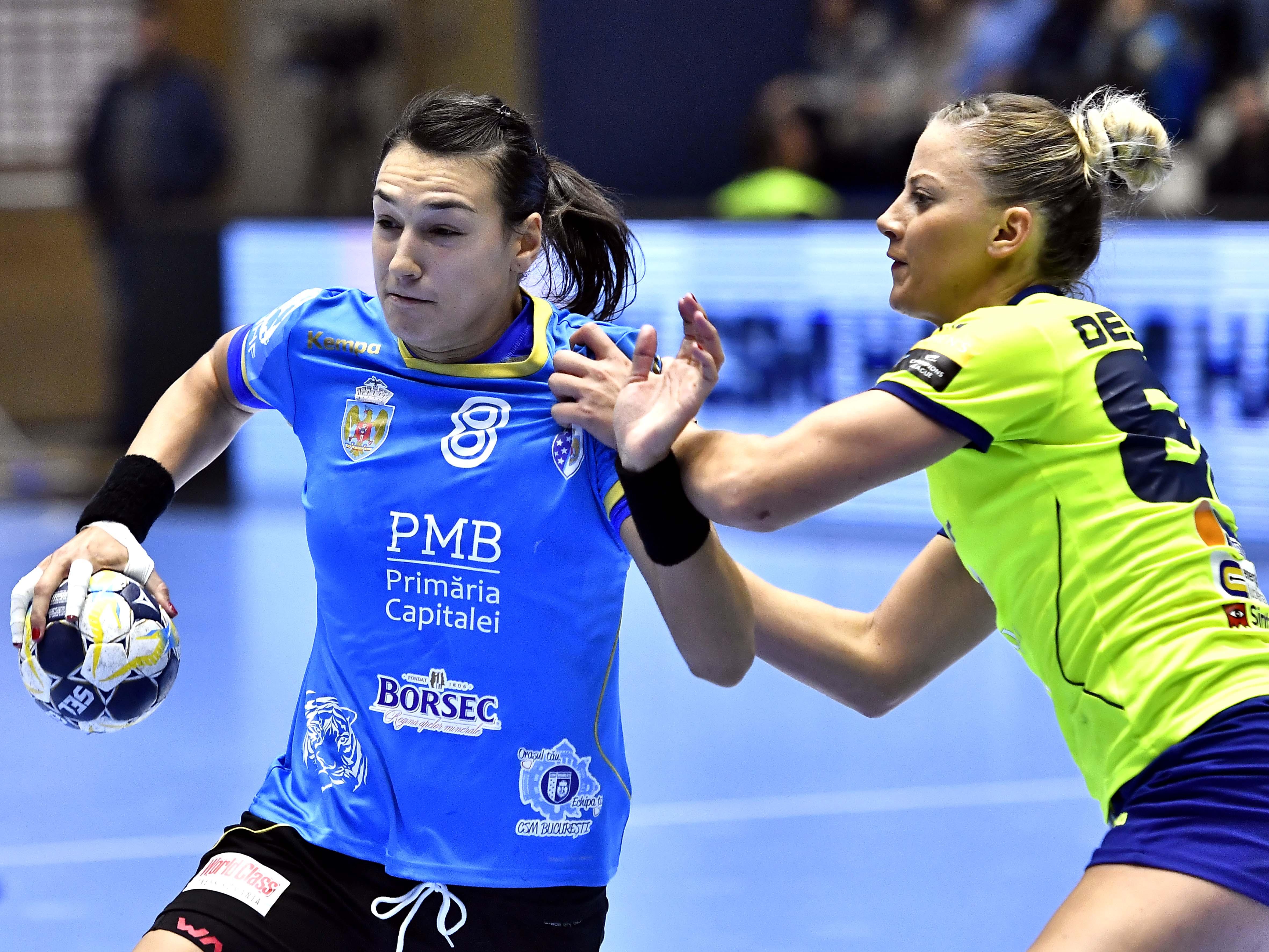 Cristina Neagu (în albastru) este principalul atu al lui CSM București în cursa pentru câștigarea unui nou titlu în Liga Campionilor la handbal feminin. (FOTO: HEPTA)