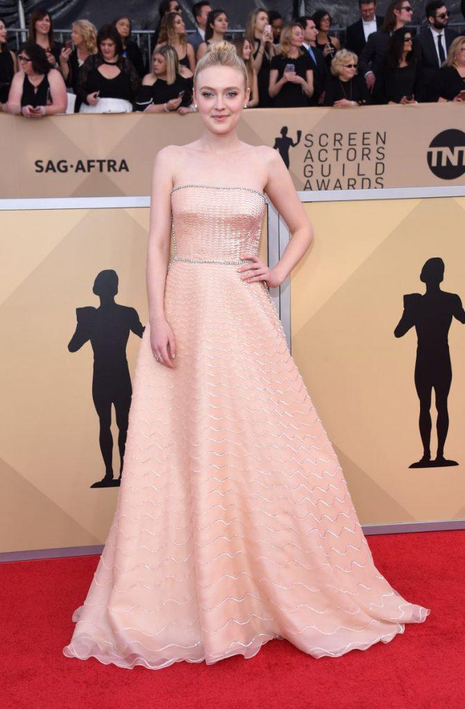 Vedetele au purtat culori strălucitoare pe covorul roșu la SAG Awards 2018