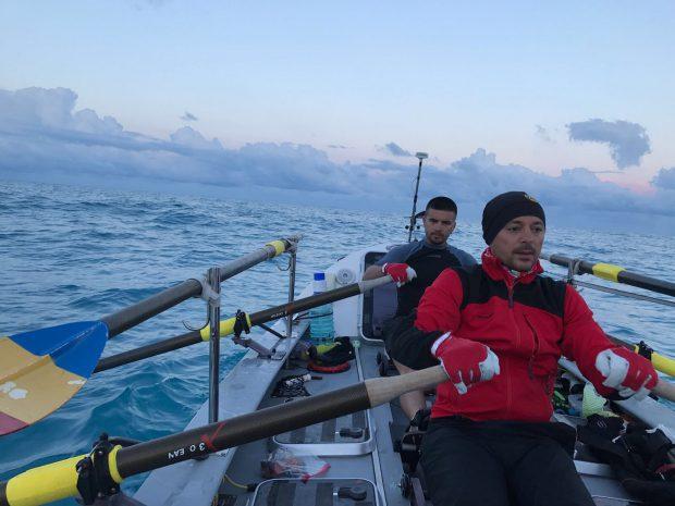 Membrii echipei Atlantic 4 au vâslit, fără întrerupere, timp de 38 de zile, 14 ore şi 32 de minute