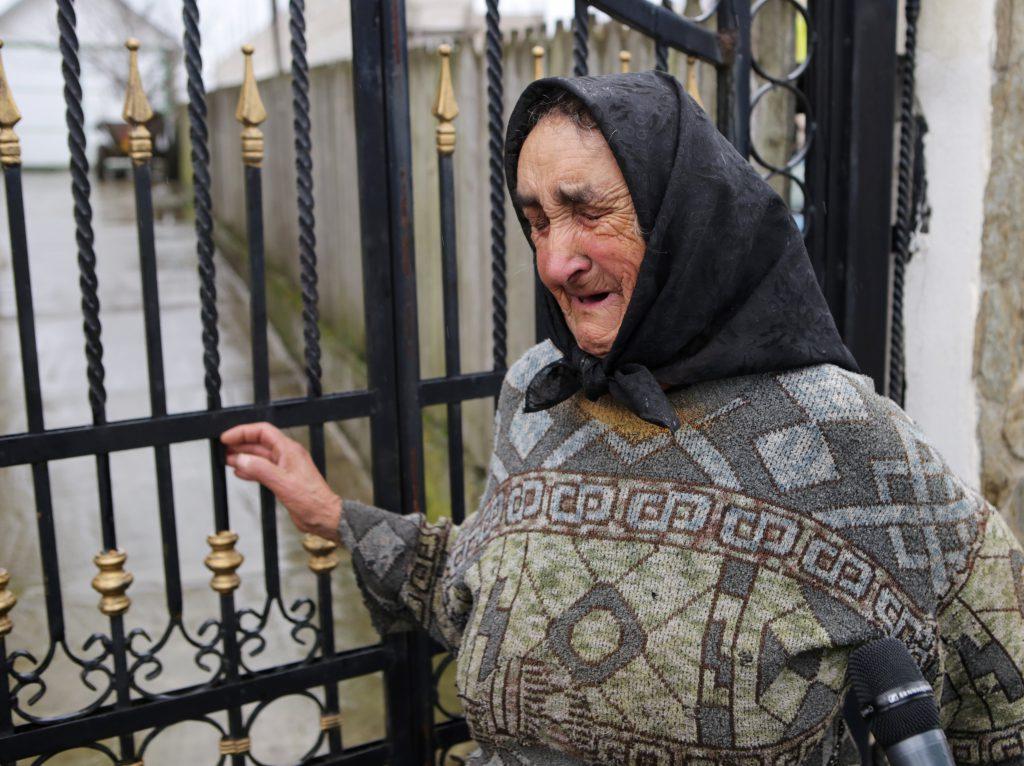 """VIDEO EXCLUSIV/O nouă lovitură pentru familia Denisei Răducu. Bunica ei nu se poate opri din plâns: """"E mare păcat..."""""""