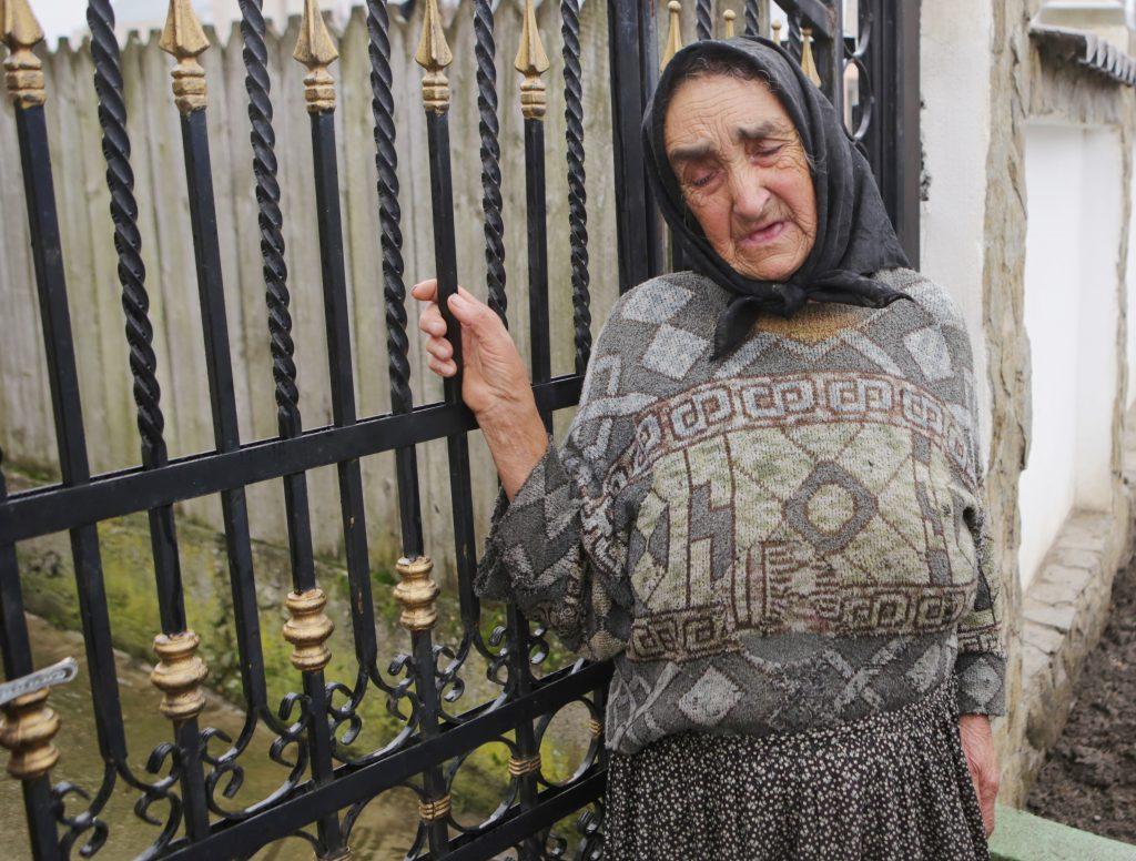 VIDEO EXCLUSIV/Sora Denisei Răducu a rămas pe drumuri după moartea artistei. Bunica fetelor ne-a făcut mărturisiri cutremurătoare