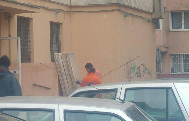 Angajați ai CNAIR care renovau un apartament din sectorul 4