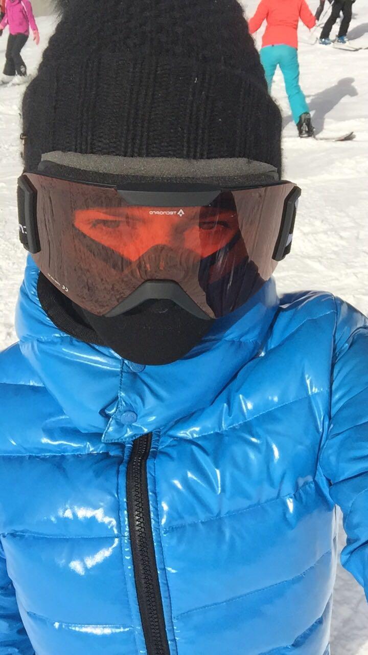 EXCLUSIV/ Îi era foarte frică să schieze! Raluka a fost convinsă de prieteni să facă o coborîre și...