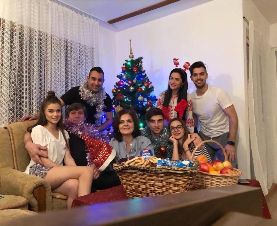 Theo Rose, alături de familia ei, de Crăciun