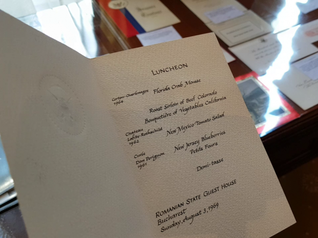 Meniul care arată cu ce l-a servit Nixon pe Ceauşescu, în timpul vizitei din SUA