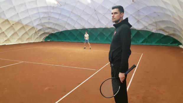 Victor Hănescu, în trimul antrenamentului de la academia de tenis care îi poartă numele