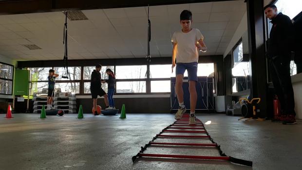 Prima parte a antrenamentului constă în exerciţii fizice