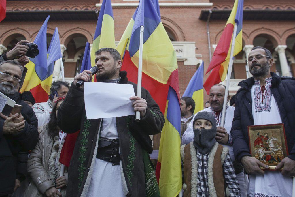 """VIDEO/ Proiecția filmului """"Soldații, poveste din Ferentari"""" la MȚR, întreruptă cu manele. """"Extremiștii"""" au fost evacuați din sală"""