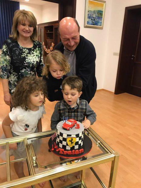 Nepotul lui Traian Băsescu a împlinit 3 ani. Imagine de colecție cu cele mai importante personae din viața fostului președinte