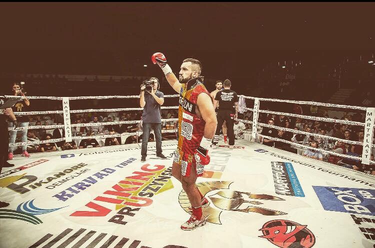 EXCLUSIV/ Luptătorul Sebastian Cozmîncă și-a luat o lună vacanță să se antreneze pentru gala K1. A plecat în Thailanda